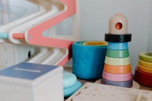 Faciliter l'apprentissage de votre enfant avec la tour Montessori